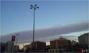 Langit pagi Barcelona dan sang rembulan yang enggan pergi