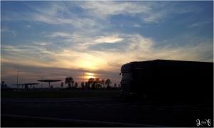 Langit senja di atas rest area menuju Prancis, sambil menunggu bus yang mogok